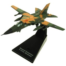 AV72 F111 Aardvark USAF camouflage Green/Tan 1:144 with stand