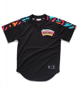 MITCHELL AND NESS SAN ANTONIO SPURS WINNING MESH TEAM V- NECK