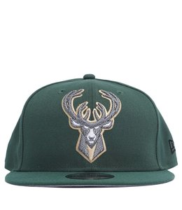 NEW ERA BUCKS SQUAD TWIST SNAPBACK HAT