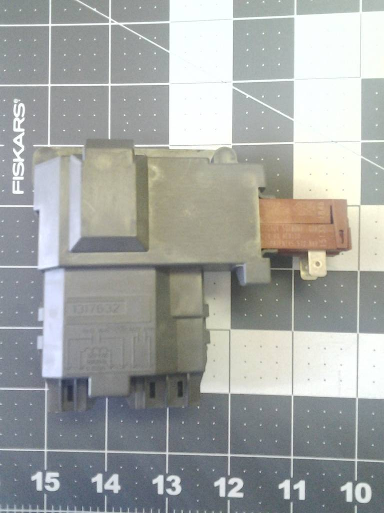 131763202 Washer Door Switch Part Advice Com