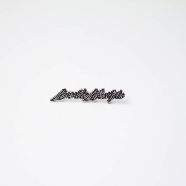 SNKRROOM LIVE THE LIFESTYLE SILVER/BLK PIN