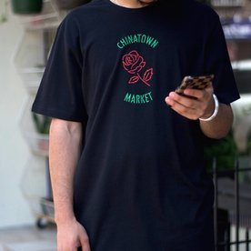 CHINATOWN MARKET ROSE T-SHIRT