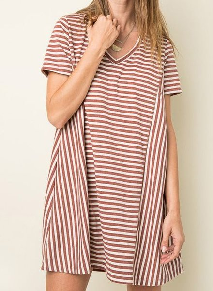 STRIPED V-NECK T-SHIRT DRESS RUST