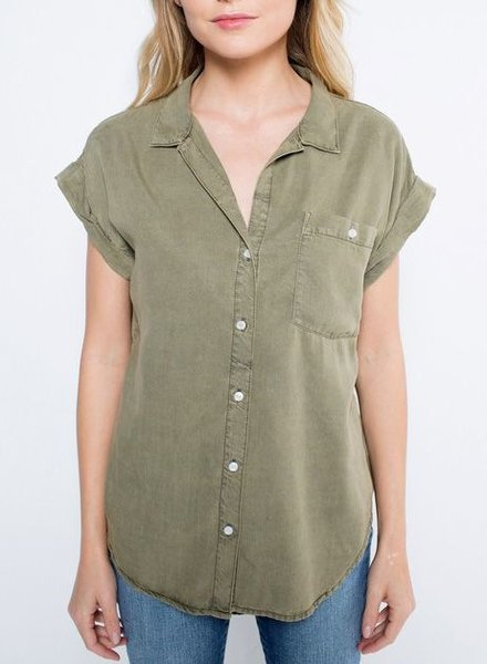 CUFF-SLEEVE BUTTON DOWN TEE OLIVE