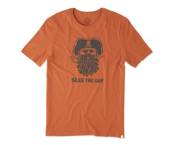 Life is Good M's Smooth Tee Pirate Day, Ember Orange