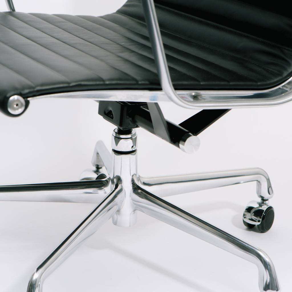 Herman miller eames aluminum group management chair wilder for Herman miller eames aluminum group management chair