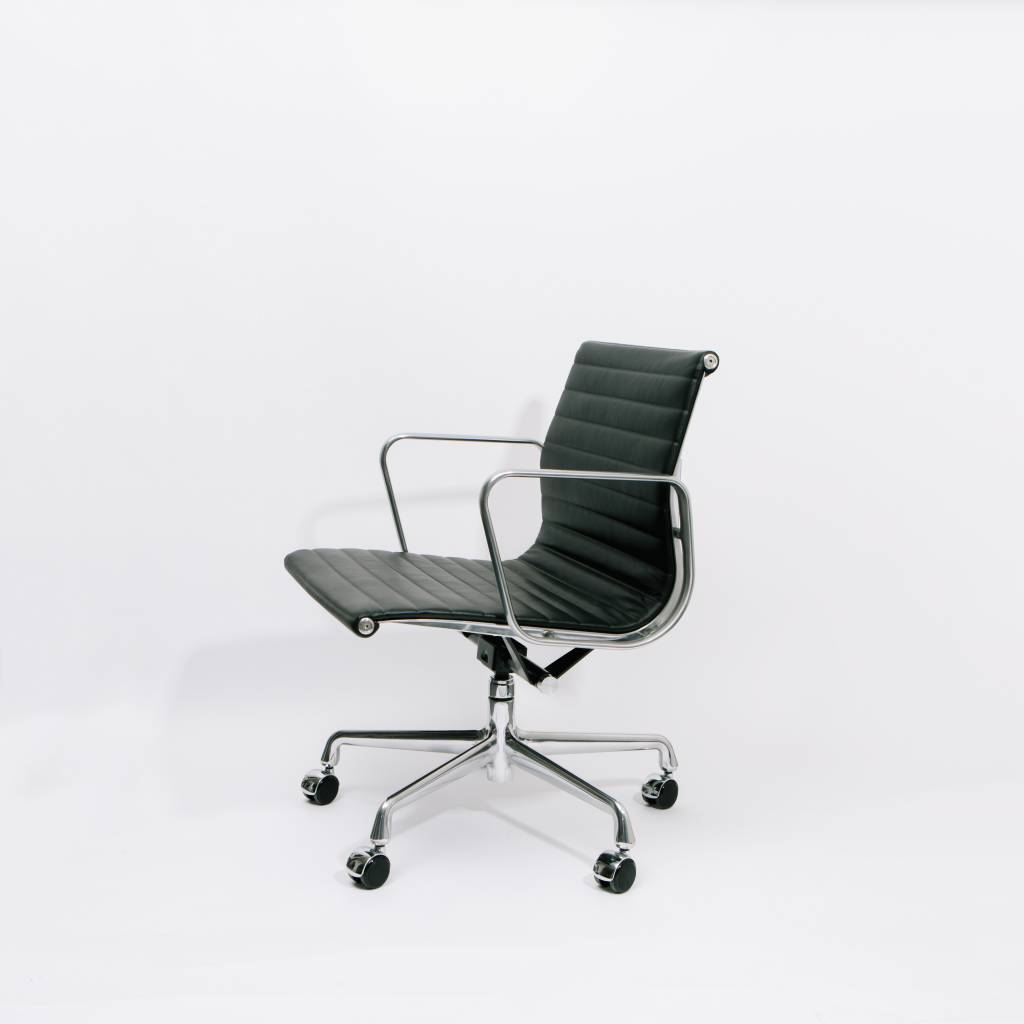 Herman Miller Eames Aluminum Group Management Chair