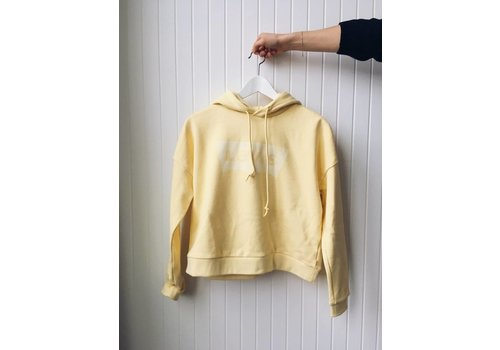LEVIS HOODIE CROPPED GRAPHIC- BATWING YELLOW