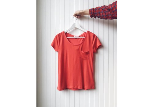 SOAKED IN LUXURY T-SHIRT COLUMBINE - ROUGE
