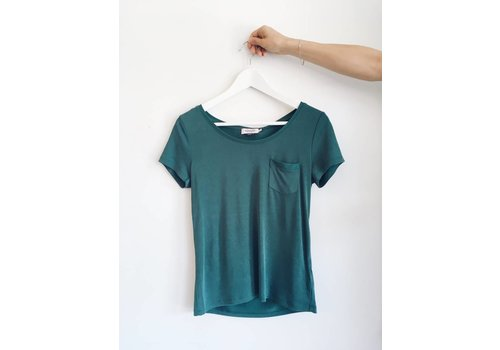 SOAKED IN LUXURY *DERNIÈRE CHANCE* T-SHIRT COLUMBINE- JUNE BUG GREEN-MEDIUM