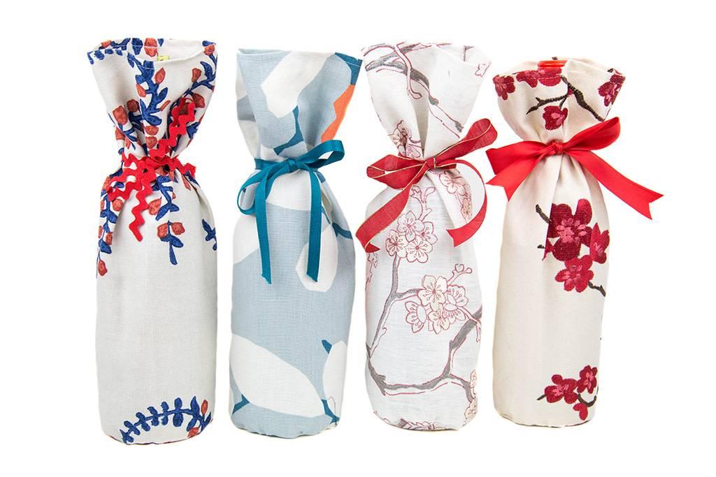 Kreatelier Bottle Gift Bag Embroidered Flowers Red