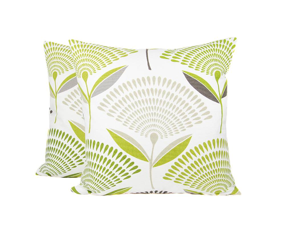 Kreatelier Gingko Pillow in Green - 18 x 18in