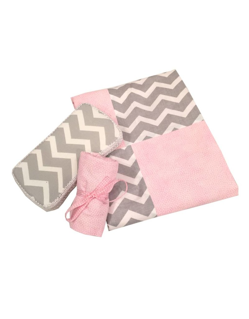 Amy's Accessories Light Pink Chevron Blanket Set