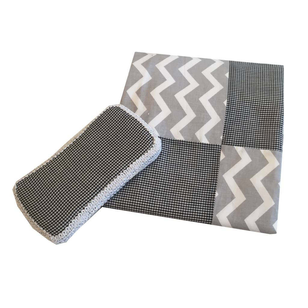 Amy's Accessories Black Gingham Blanket Set