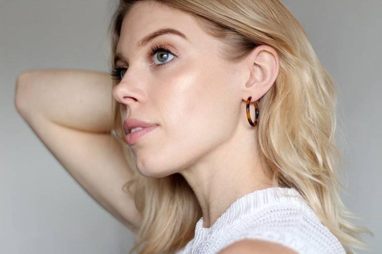 Machete Mini Hoop Earrings in Taupe Shell
