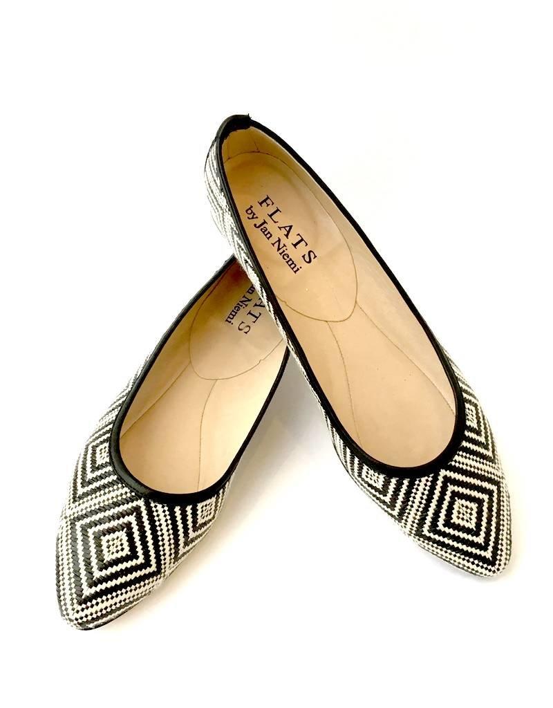 Flats Ballerina- Point Toe B&W Print
