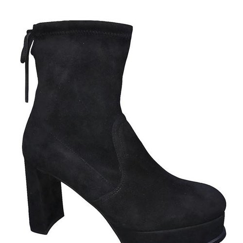 STUART WEITZMAN The Shorty Booty in Black Suede