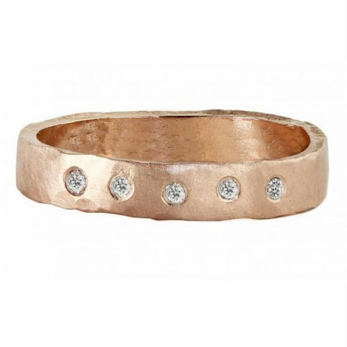 Julez Bryant RAYA HAMMERED BAND WITH 5 DIAMONDS ACROSS TOP