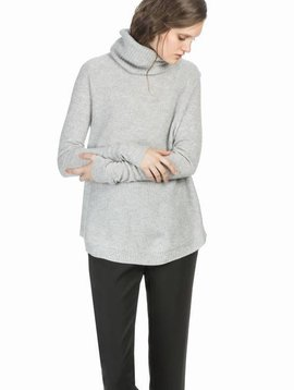 Leo&Sage Waffle Stitch Turtleneck in Light Ash