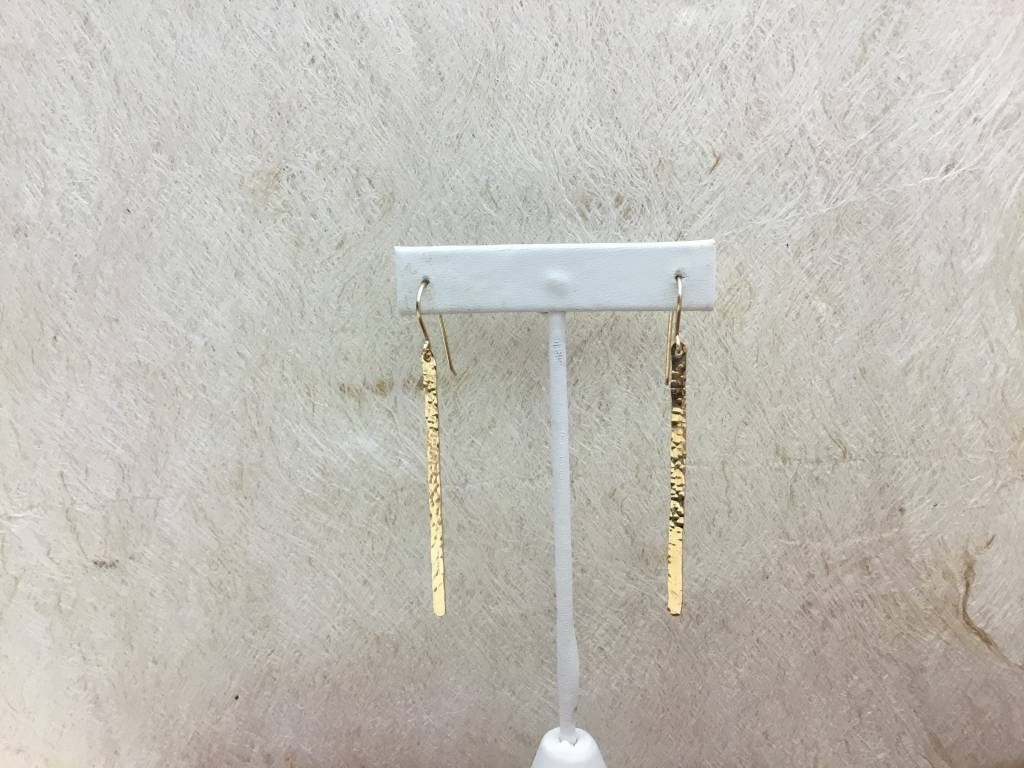 LONG HAMMERED STRAIGHT EARRING