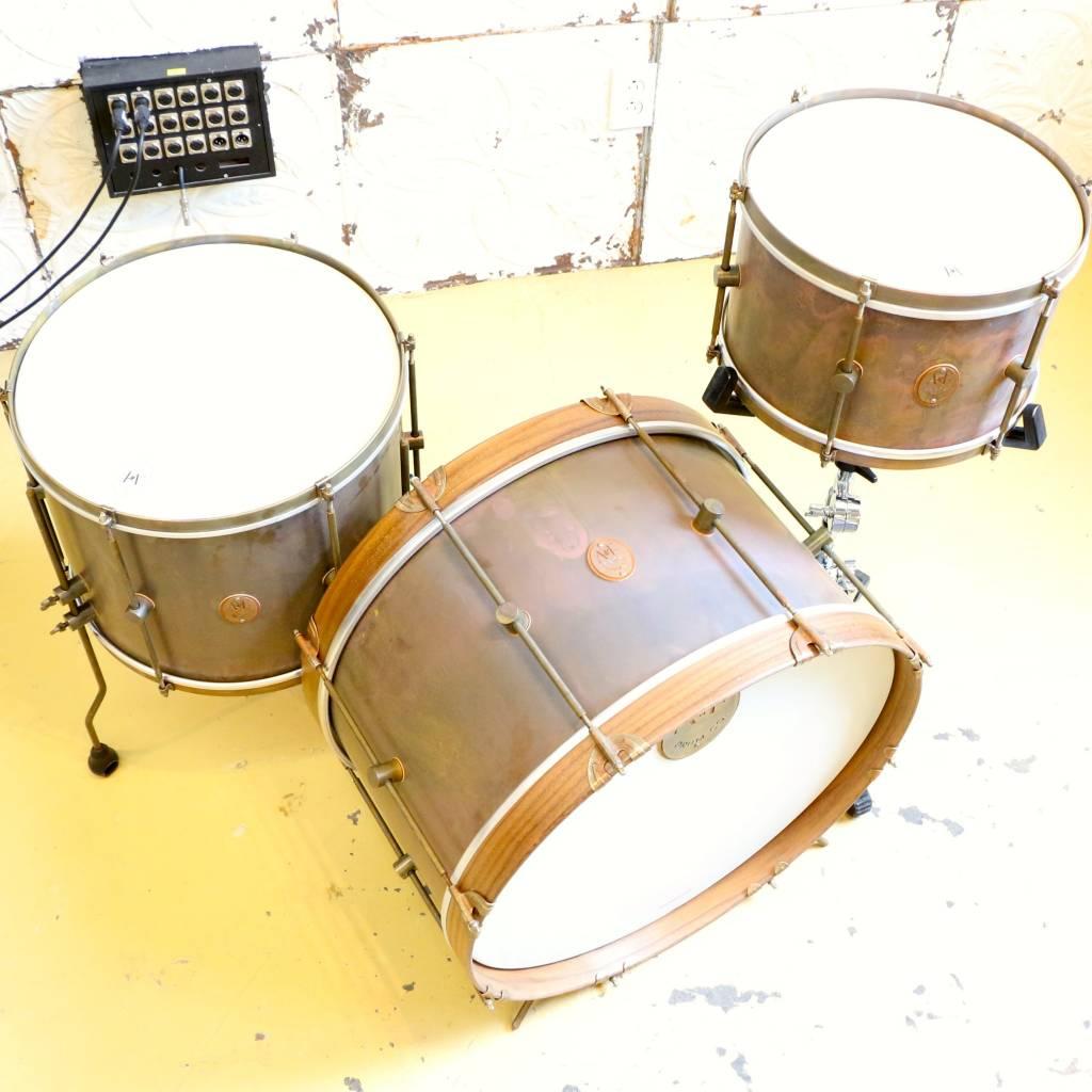 A&F Drum Co Batterie A&F The Royal Brass 22-13-16po avec Snom
