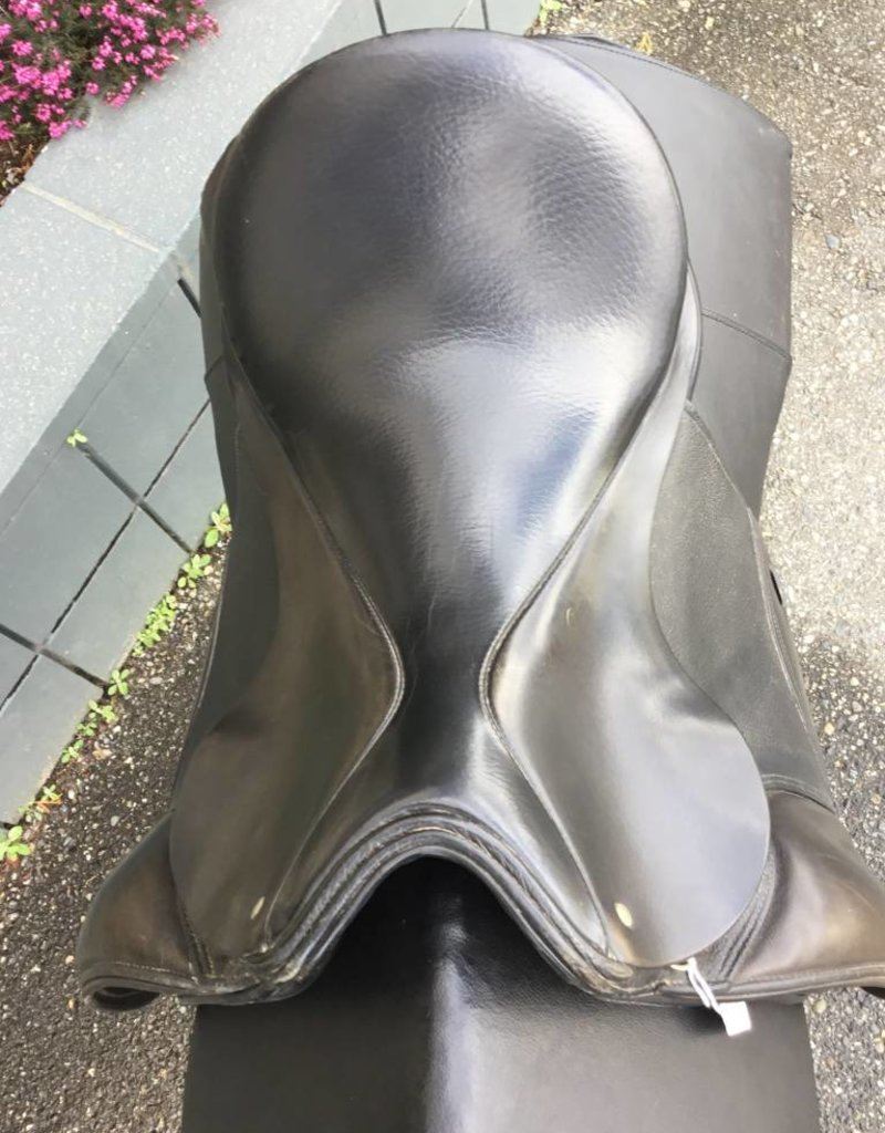 Schleese Dressage Saddle - Consignment