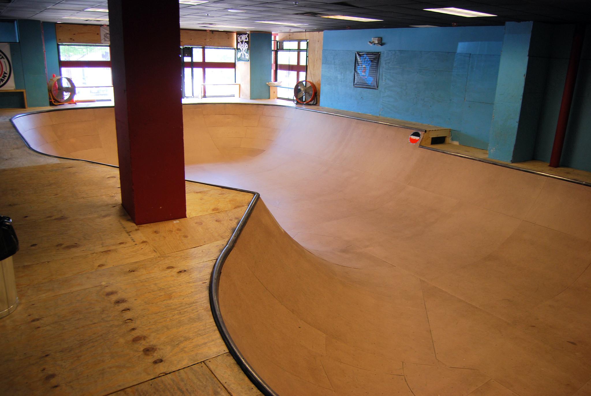 The Point Skate Shop Indoor Wooden Skateboarding Bowl The Point - Skate court flooring