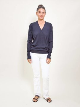 6397 Perfect V-Neck Sweater