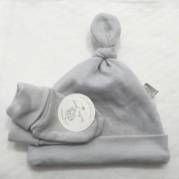 Bouton Jaune *Ensemble Chapeau et Mitaines en Coton Organique de Bouton Jaune/Bouton Jaune Organic Cotton Hat and Mitt, Grey/Gris