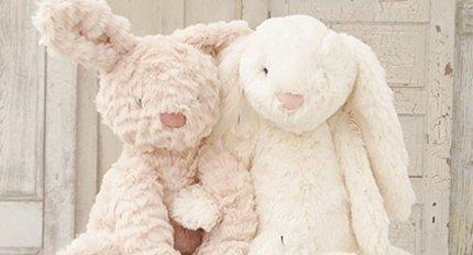 Peluches et poupées