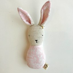Ouistitine Hochet Lapin de Ouistitine/Ouistitine Rabbit Rattle, Motif Rose