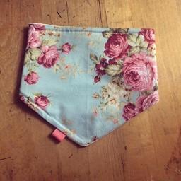 Booh Booh Kidz Booh Booh - Foulard pour Bébé/Scarf for Baby, Grosses Fleurs Bleues/Big Blue Flowers