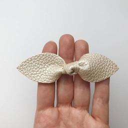 Mlle Léonie Mlle Léonie - Barrette Individuelle Boucle Papillon/Butterfly Knot Individual Strip, Or Pâle/Light Gold