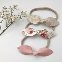 Mlle Léonie Mlle Léonie - Trio de Bandeaux Boucle Papillon/Headbands Trio Butterfly Bows, Or, Fleurs et Rose/Gold, Flowers and Pink
