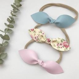 Mlle Léonie Mlle Léonie - Trio de Bandeaux Boucle Papillon/Headbands Trio Butterfly Bows, Bleu Pâle, Fleurs et Rose/Light Blue, Flowers and Pink
