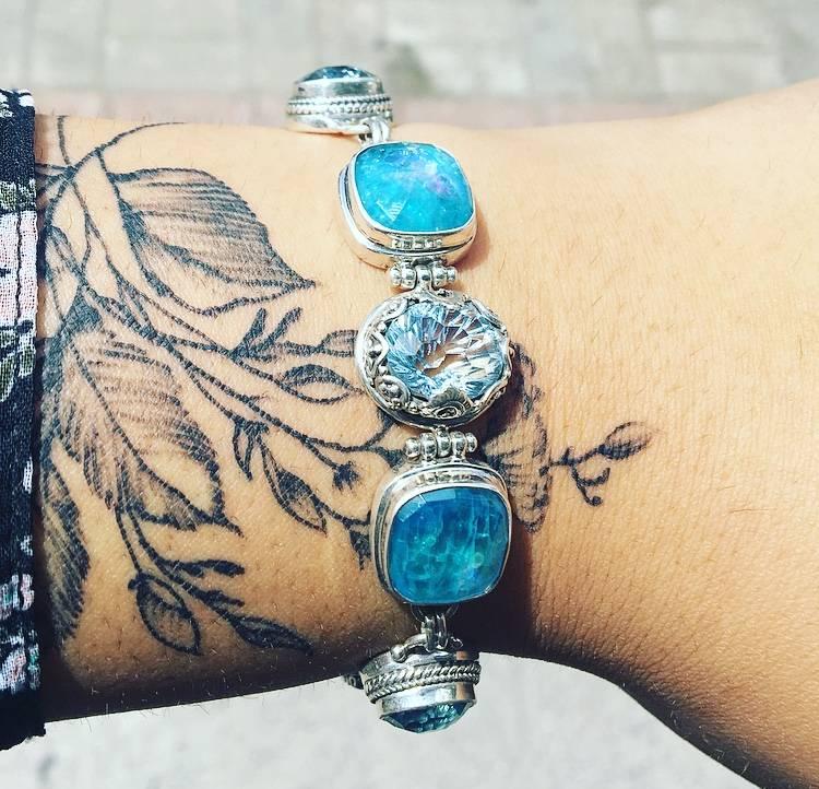 Sarda Sky Blue/Glaicier Topaz, Neon Apitite Mother of Pearl, Quartz Bracelet