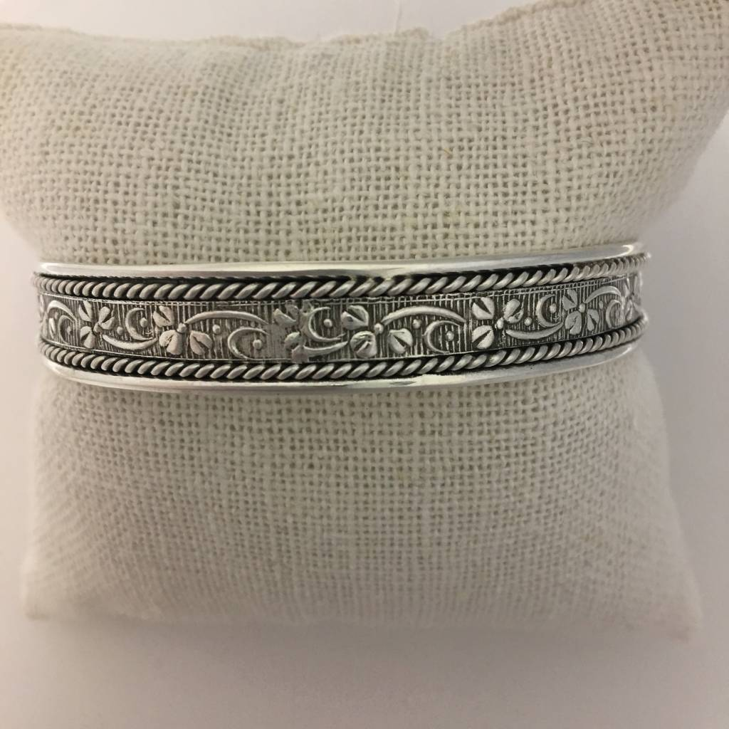 M Style Sterling Silver Roped Edge Flowing Flowers Bangle