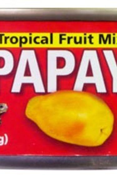Zoomed A melanger avec nourriture en granule Papaye