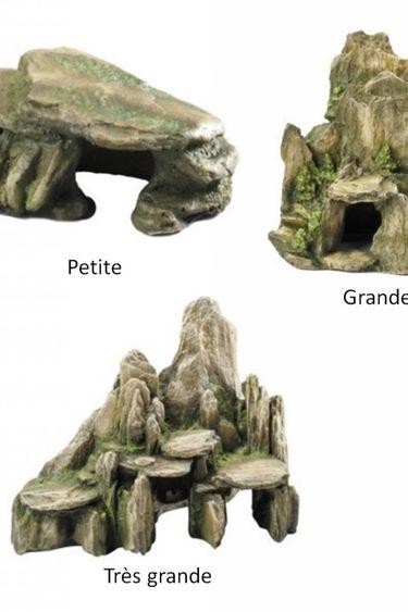 Grotte de pierre avec mousse