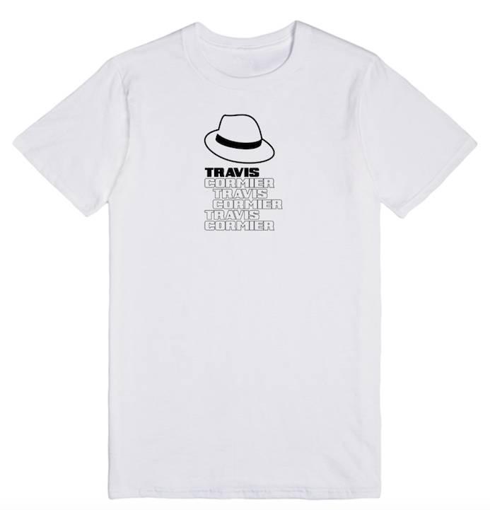 """Travis Cormier T-Shirt Unisexe Blanc """"Chapeau"""" Travis Cormier"""