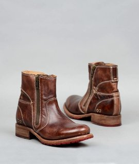 BedStu Eiffel Teak Driftwood Boot
