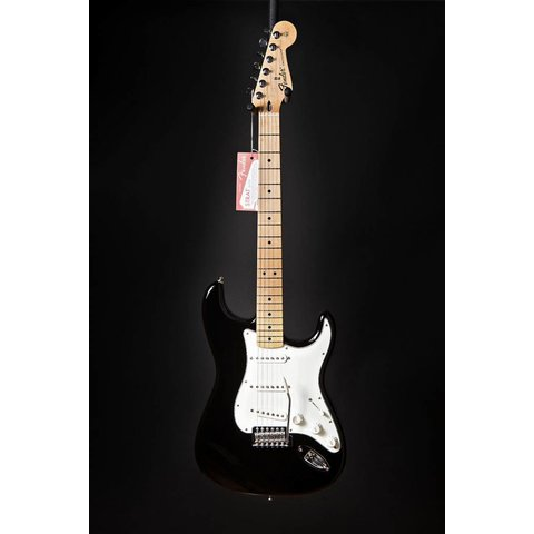 Standard Stratocaster, Maple Fingerboard, Black
