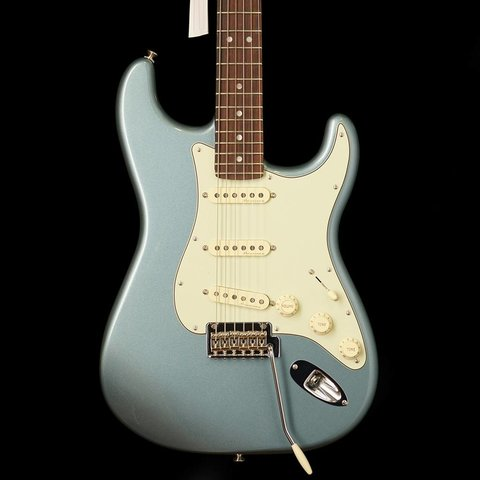 Fender Deluxe Roadhouse Strat SSS Rosewood Fingerboard Mystic Ice Blue