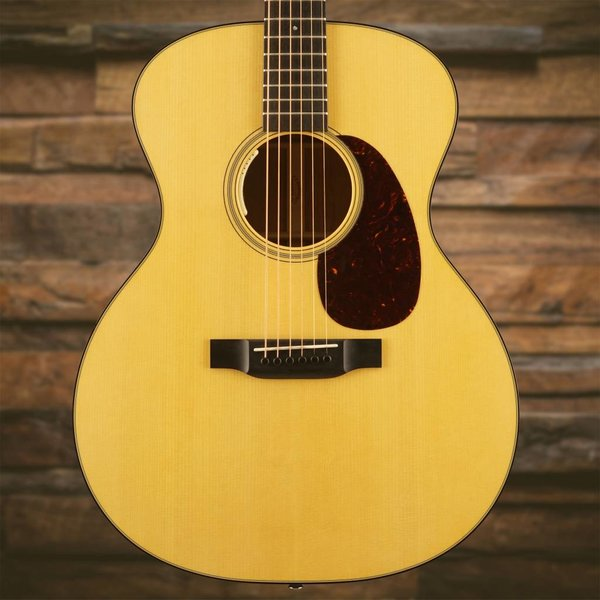 Martin Martin GP-18E (Fishman Electronics) Standard Series (Case Included)