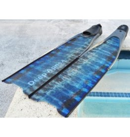 The S-Glass blade Wahoo Edition is 85cm long and 20cm wide. The side T shape rails are just 1cm tall reducing the weight on the tip of the fin. This Fins compare to a normal Fiber Glass fins has a better performance because of the S-Glass. This fins and c