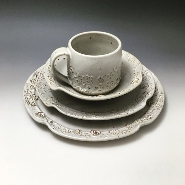 The Southern Table Ester Lipscomb, Flowers 4-Piece Diinerware Setting, stoneware, slip, glaze,