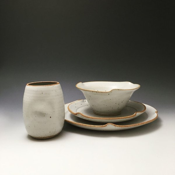 The Southern Table Ester Lipscomb, Waves, 4-Piece Diinerware Setting, stoneware, slip, glaze,