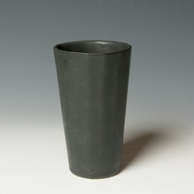 The Southern Table The Bright Angle, Mica Black Pint Cup