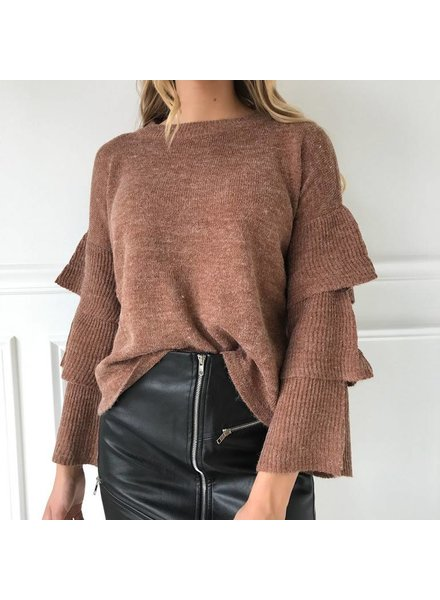 AT02476 sweater w/ ruffles on slvls