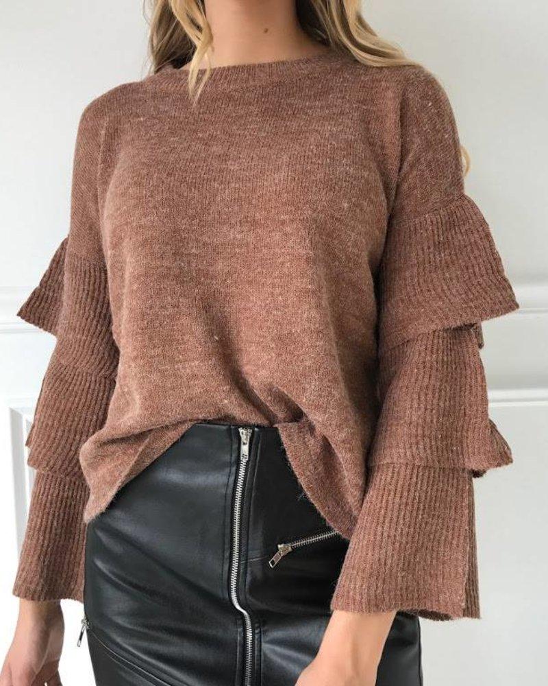 lumiere AT02476 sweater w/ ruffles on slvls